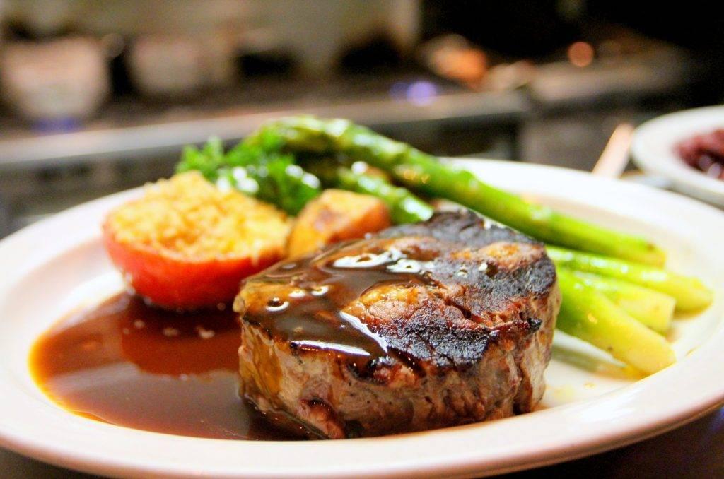 Vstrebávanie železa zo stravy je ideálne pri kombinácii mäsa so zeleninou