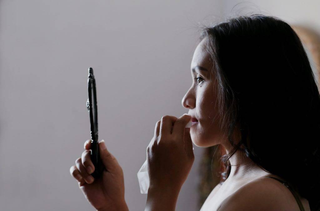 Samo-vyšetrenie kože by malo byť pravidelnou súčasťou vlastného skríningu rakoviny kože. Ako sa vykonáva a čo si pri ňom všímať?